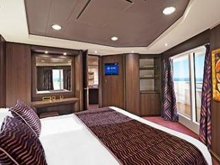 Описание на каюта Апартаменти - клас Aurea на круизен кораб MSC Preziosa – обзавеждане, площ