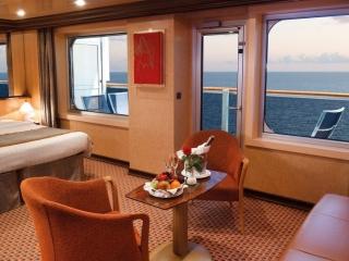 Описание на каюта Голям апартамент - категория GS на круизен кораб Costa FAVOLOSA – обзавеждане, площ