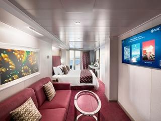 Описание на каюта Апартамент с джакузи - клас Aurea Grand Suite with Jacuzzi на круизен кораб MSC Seaside – обзавеждане, площ