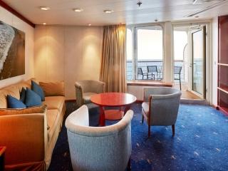 Описание на каюта Малък апартамент с балкон - Balcony Suite - категория SB  на круизен кораб CELESTYAL Crystal – обзавеждане, площ