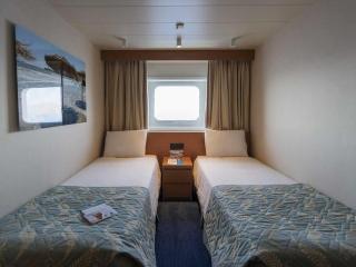 Описание на каюта Каюта с прозорец - Категория XC на круизен кораб CELESTYAL Olympia – обзавеждане, площ