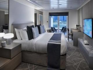 Описание на каюта Penthouse Suite - Супер-луксозен апартамент – категория PS на круизен кораб Celebrity Summit – обзавеждане, площ