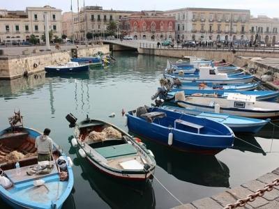 Описание и снимки на пристанище Сиракуза, Италия от круизен маршрут