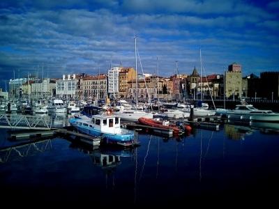 Описание и снимки на пристанище Хихон, Испания от круизен маршрут