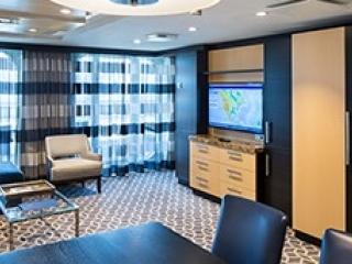 Описание на каюта Owner's Suite - 1 Bedroomy – луксозен апартамент, категория OS на круизен кораб ODYSSEY of the Seas – обзавеждане, площ