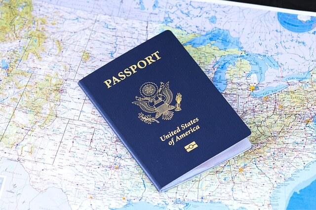 Качвайки се на кораба ви взимат международния паспорт - бордна карта