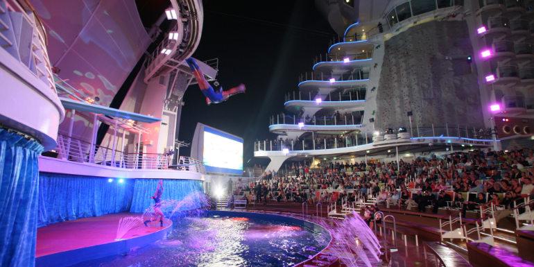Шоу високи скокове на Royal Caribbean
