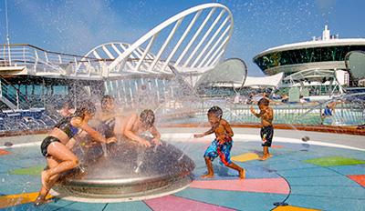 открита детска площадка на кораб Enchantment of the Seas, част от флотилията на Royal Caribbean International