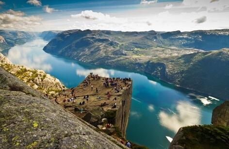 Скалата прекестолен в Норвегия