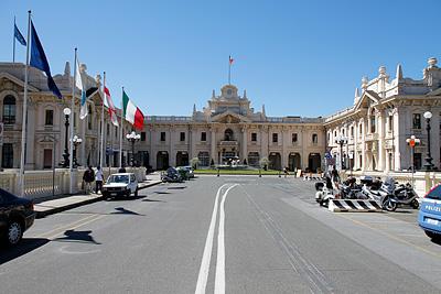 Фасадата на морската гара в Генуа, Италия
