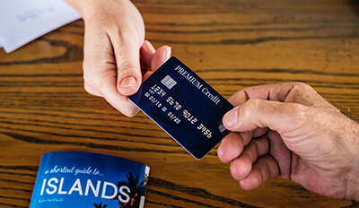 При регистриране на кораба - кредитна карта