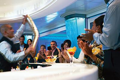 Celebrity Equinox барове на борда